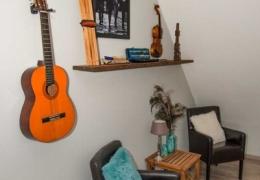 De-Weteringschans-Bed-and-Breakfast-Gelderland-Veluwe-Vaassen-foto-muziekkamer-1-LR
